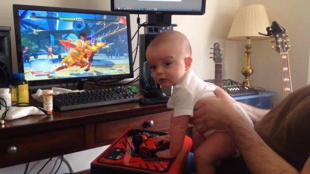 Bambino di 6 mesi completa la Modalità Storia di Street Fighter 5!