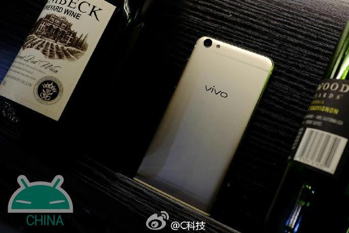 Live X7 e imagens comerciais do Vivo X7 Plus