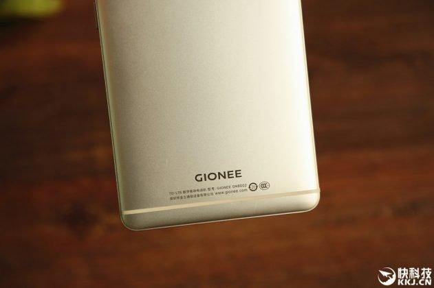 Gionee-M6-más-manos-en-4