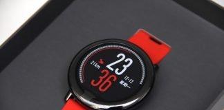 Xiaomi Mi Watch con manos