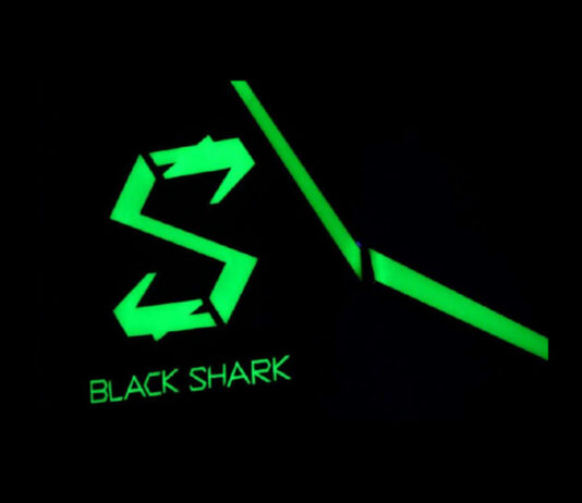 logotipo do tubarão preto