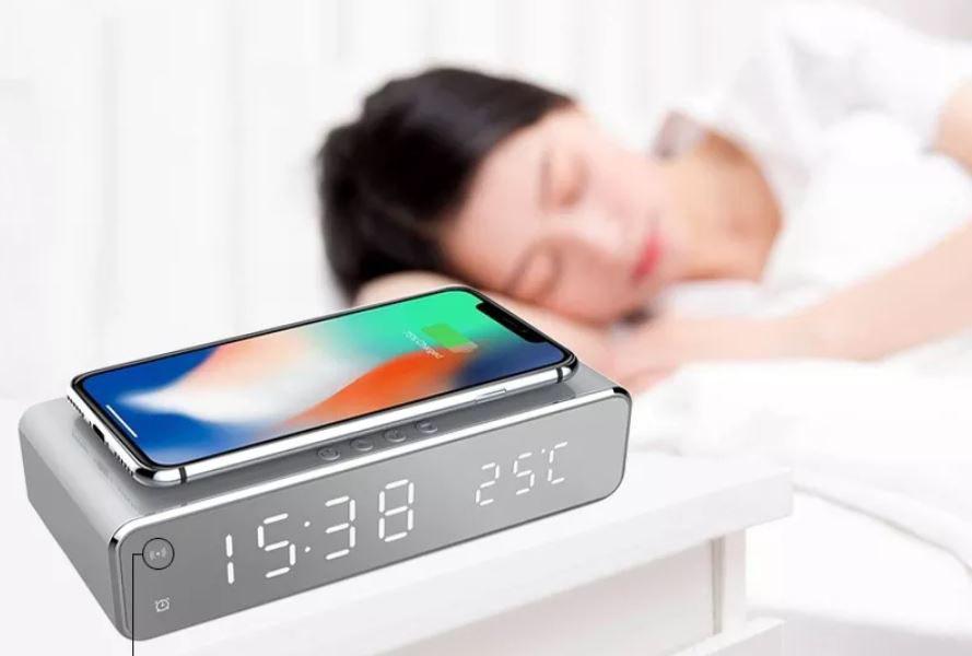 Despertador digital com carregamento sem fio - Banggood