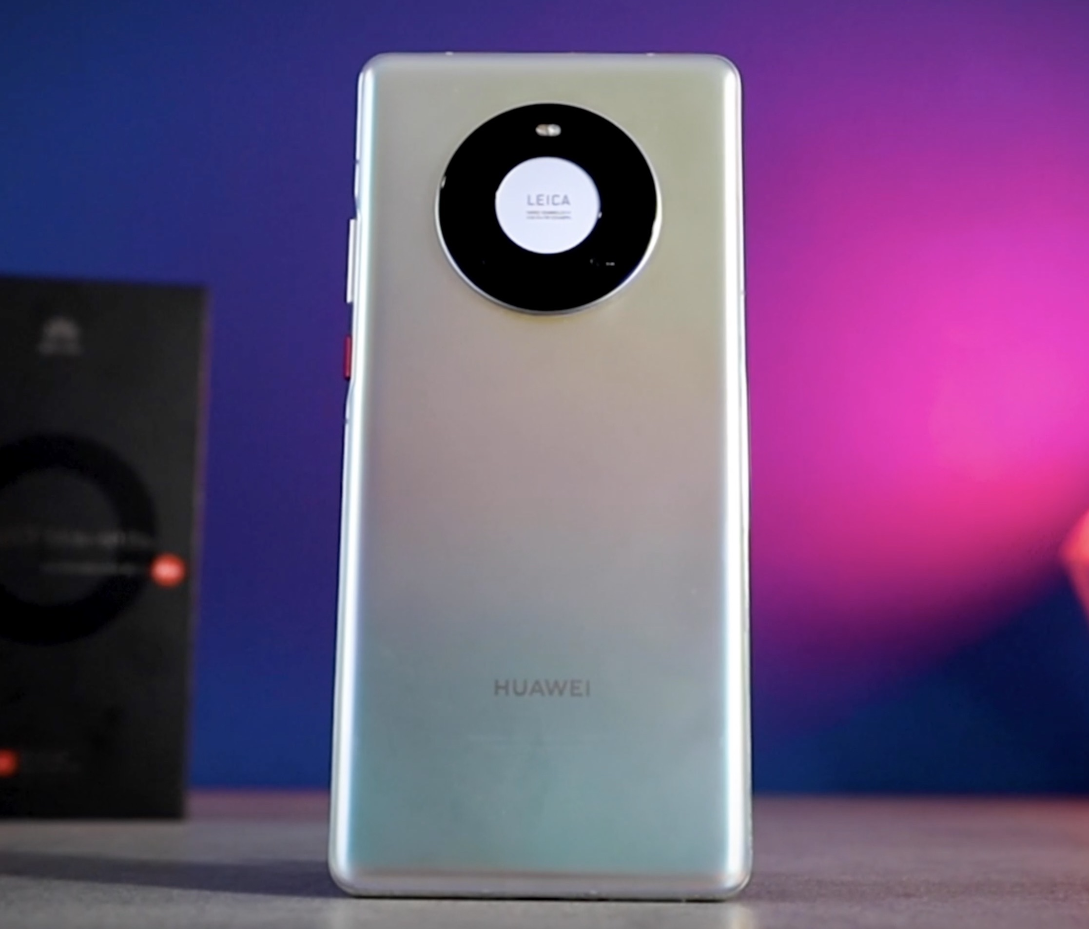 Huawei Mate 40 Pro con FreeBuds Pro in regalo